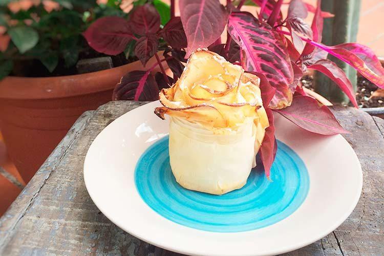 Tarta de manzana en forma de flor
