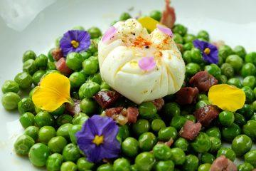 Receta de guisantes con huevo Poché